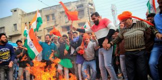 Rajput community members burn the effigy oif Padmavati's film director