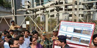 Ministers announcing the Indian Army building bridges at Elphinstone bridge in Mumbai