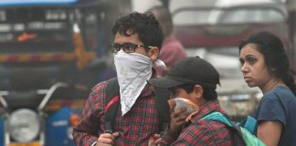 Children using handkerchiefs to cover their faces during the smog.