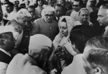 Indira Gandhi with supporters in the Congress