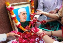 Congress party workers paying tribute to the first prime minister Pandit Jawaharlal Nehru
