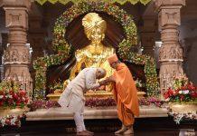 Godmen chant Modi mantra in poll-bound Gujarat