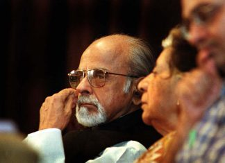 Former Prime Minister IK Gujral with his wife Sheila Gujral at a seminar