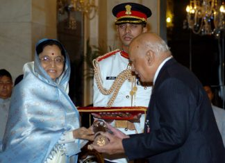 Former President Pratibha Devisingh Patil presenting Padma Vibhushan Award to Justice (Dr.) A.S. Anand