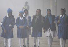 Children going to school despite heavy fog