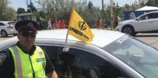 Cop with his car flaunting Khalistani flag | Twitter @CandiceMalcolm