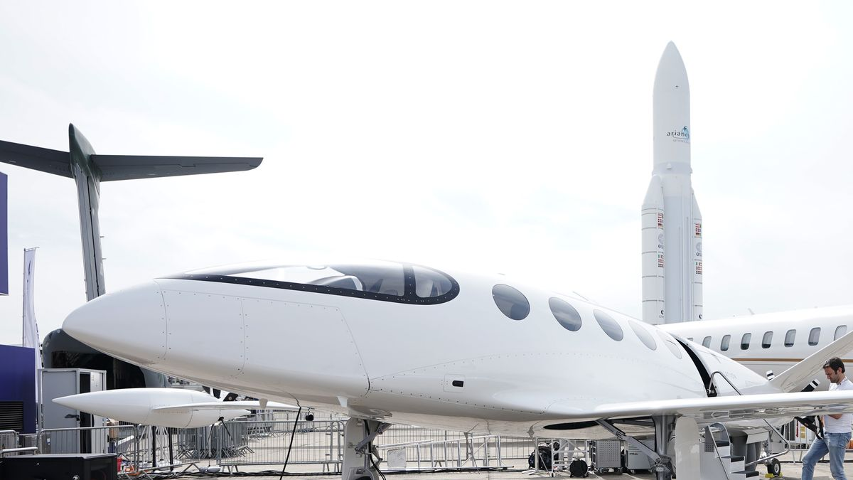 An Israeli firm's prototype 'Alice' could make electric aviation a possible reality