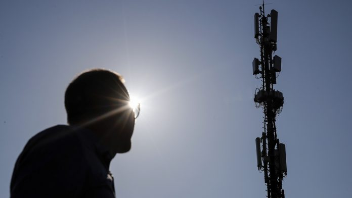 Eco-friendly phone companies brace for 5G's energy bill